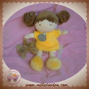 DOUDOU ET COMPAGNIE POUPEE FILLE CHATAIN ROBE JAUNE ORANGE